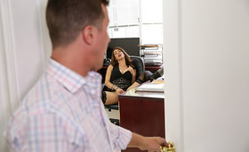 Chief Takes Advantage Of Horny Secretary!