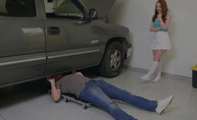 Naughty Red-Haired Girl Showed the Mechanic a Naked Pussy Under the Skirt